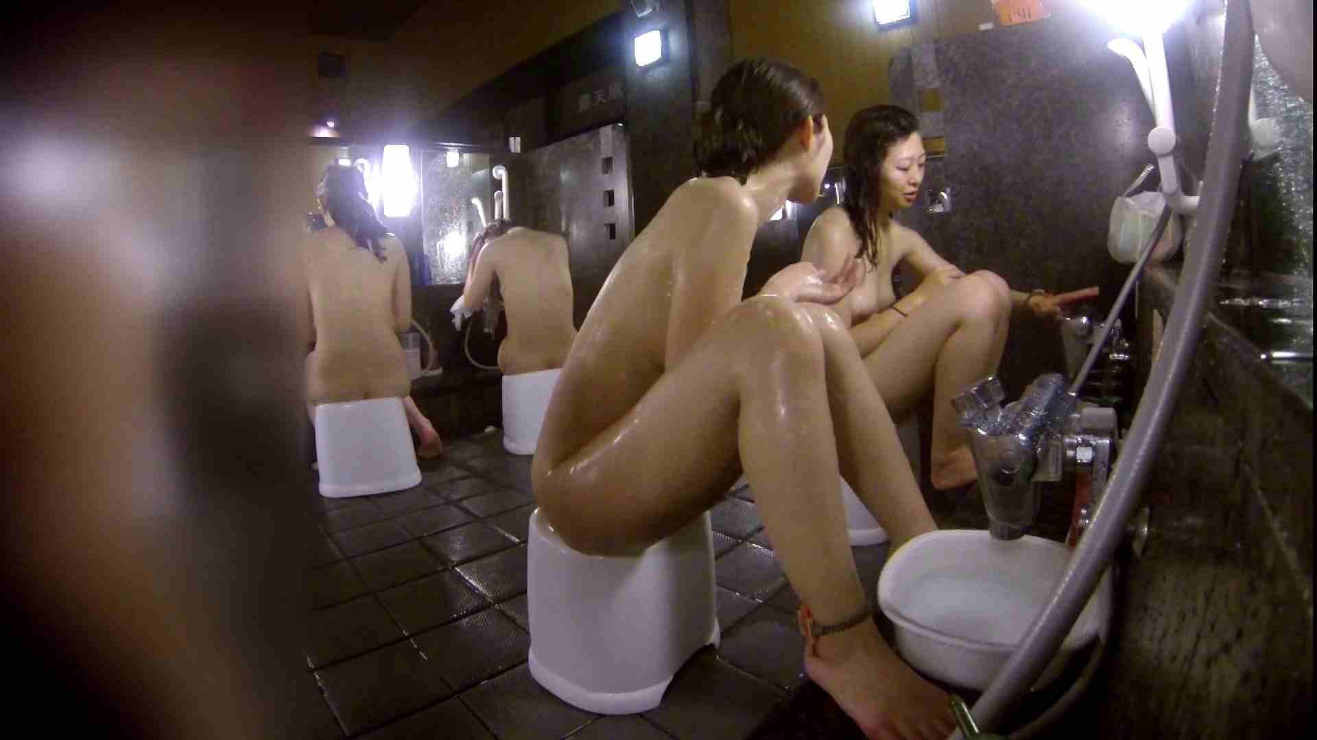 洗い場!地味目の女の子2人組。ずっと話しながら洗ってます。 友人・知人  111枚 40