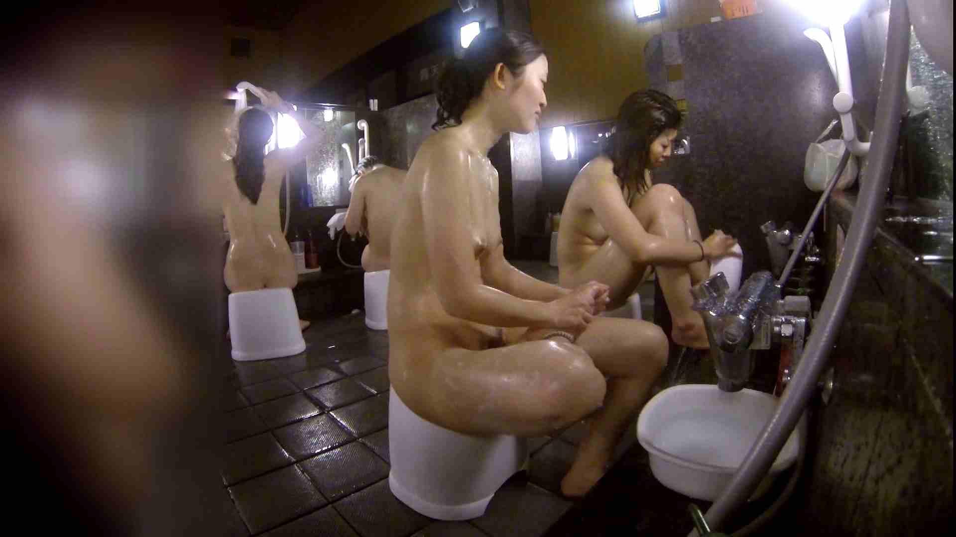 洗い場!地味目の女の子2人組。ずっと話しながら洗ってます。 女湯のぞき エロ無料画像 111枚 46