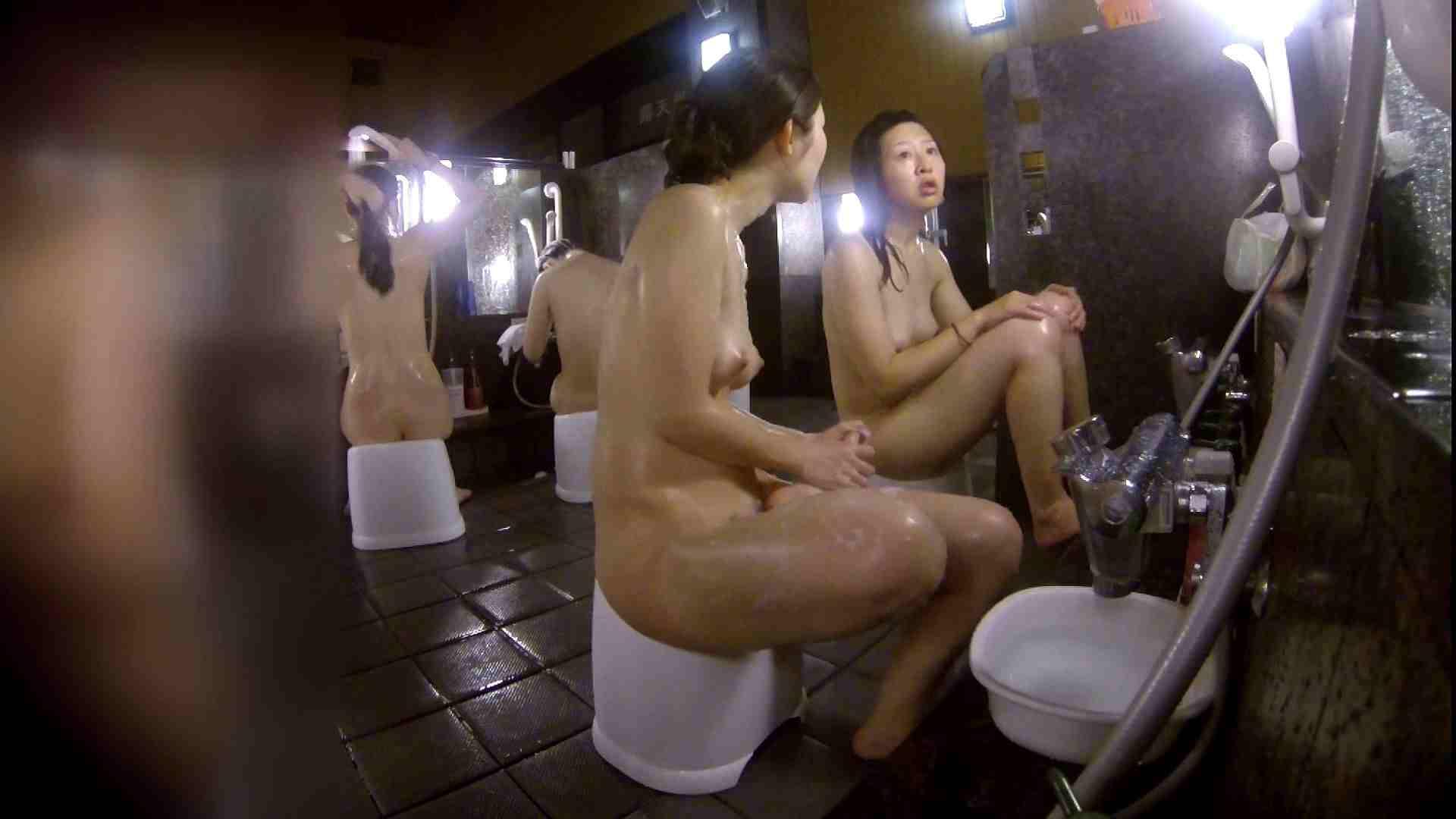 洗い場!地味目の女の子2人組。ずっと話しながら洗ってます。 友人・知人  111枚 48
