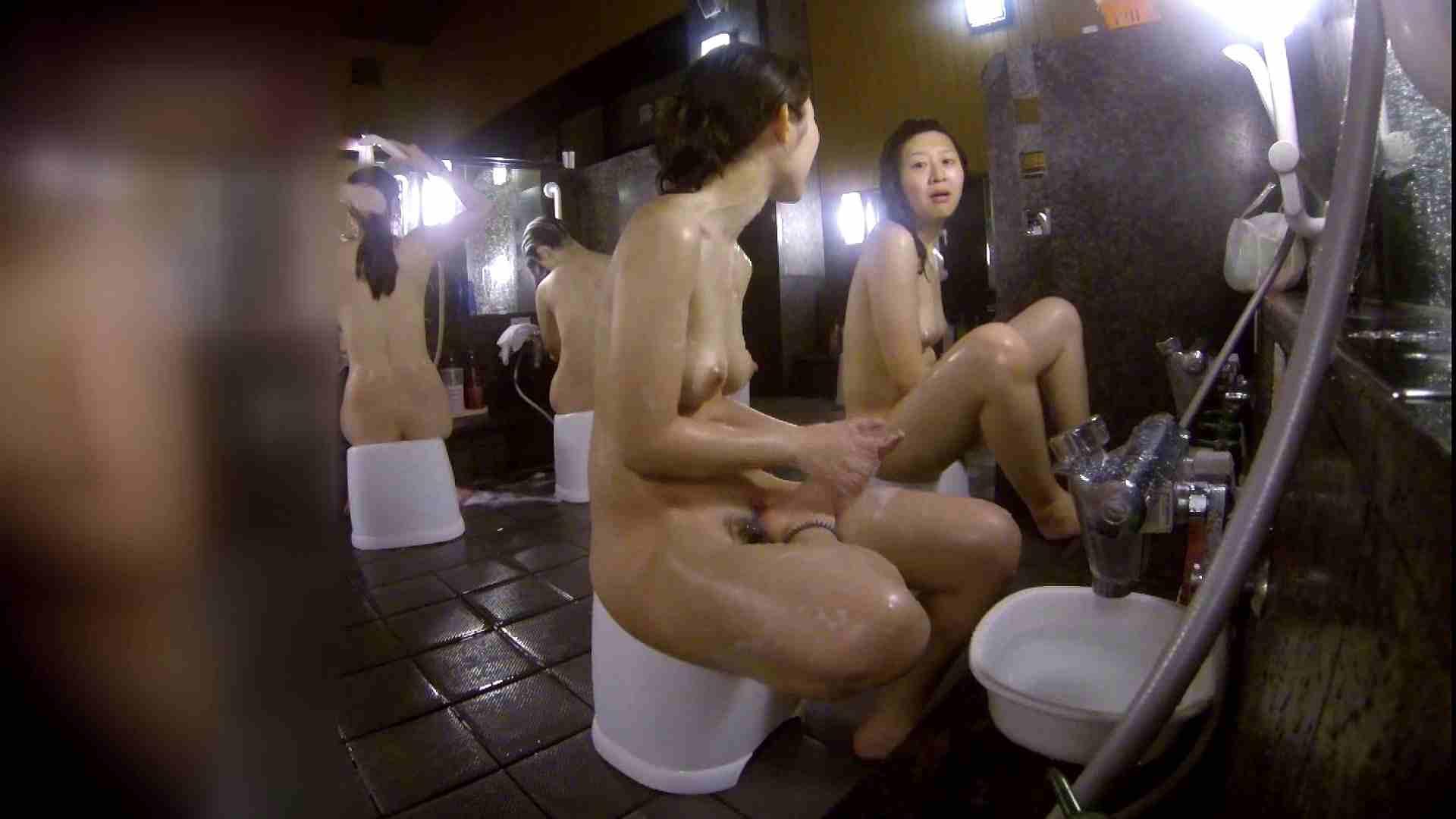 洗い場!地味目の女の子2人組。ずっと話しながら洗ってます。 細身体型 アダルト動画キャプチャ 111枚 51