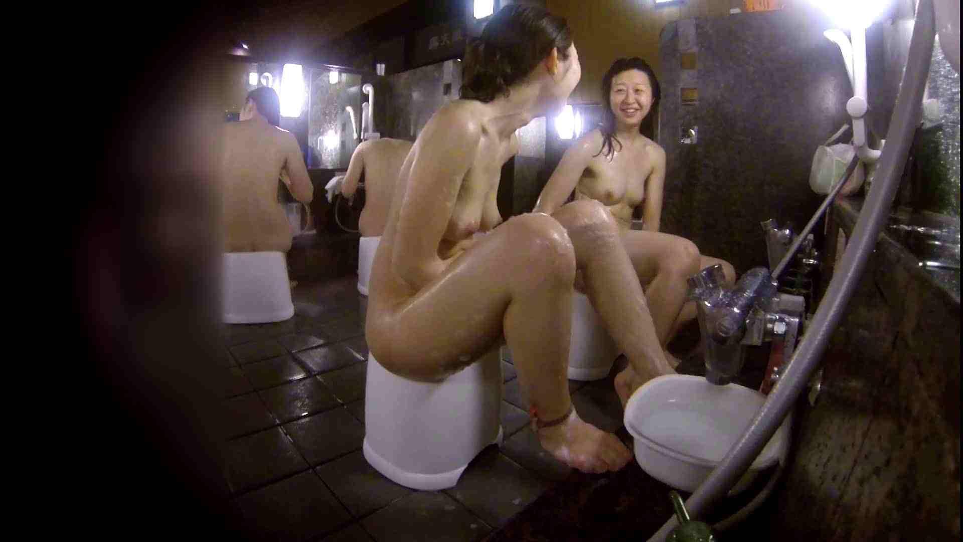 洗い場!地味目の女の子2人組。ずっと話しながら洗ってます。 女湯のぞき エロ無料画像 111枚 62