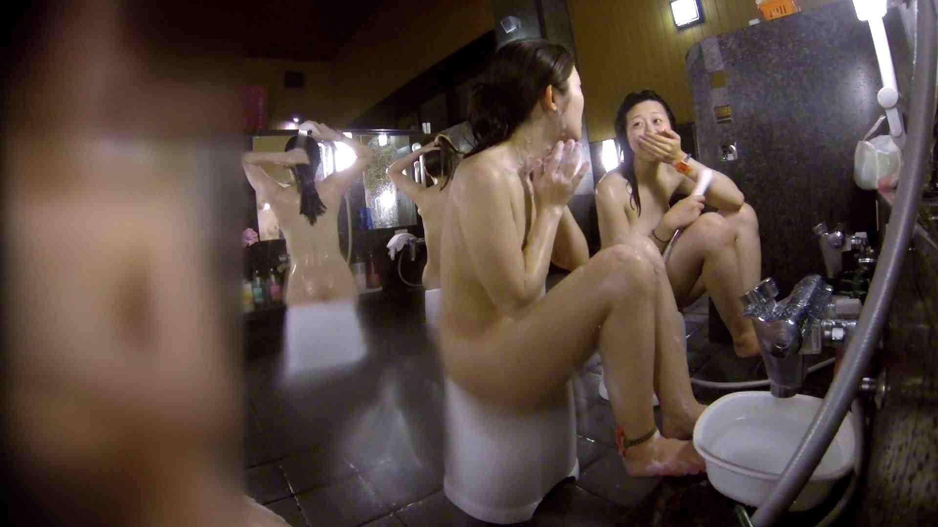 洗い場!地味目の女の子2人組。ずっと話しながら洗ってます。 友人・知人 | ギャル達  111枚 65