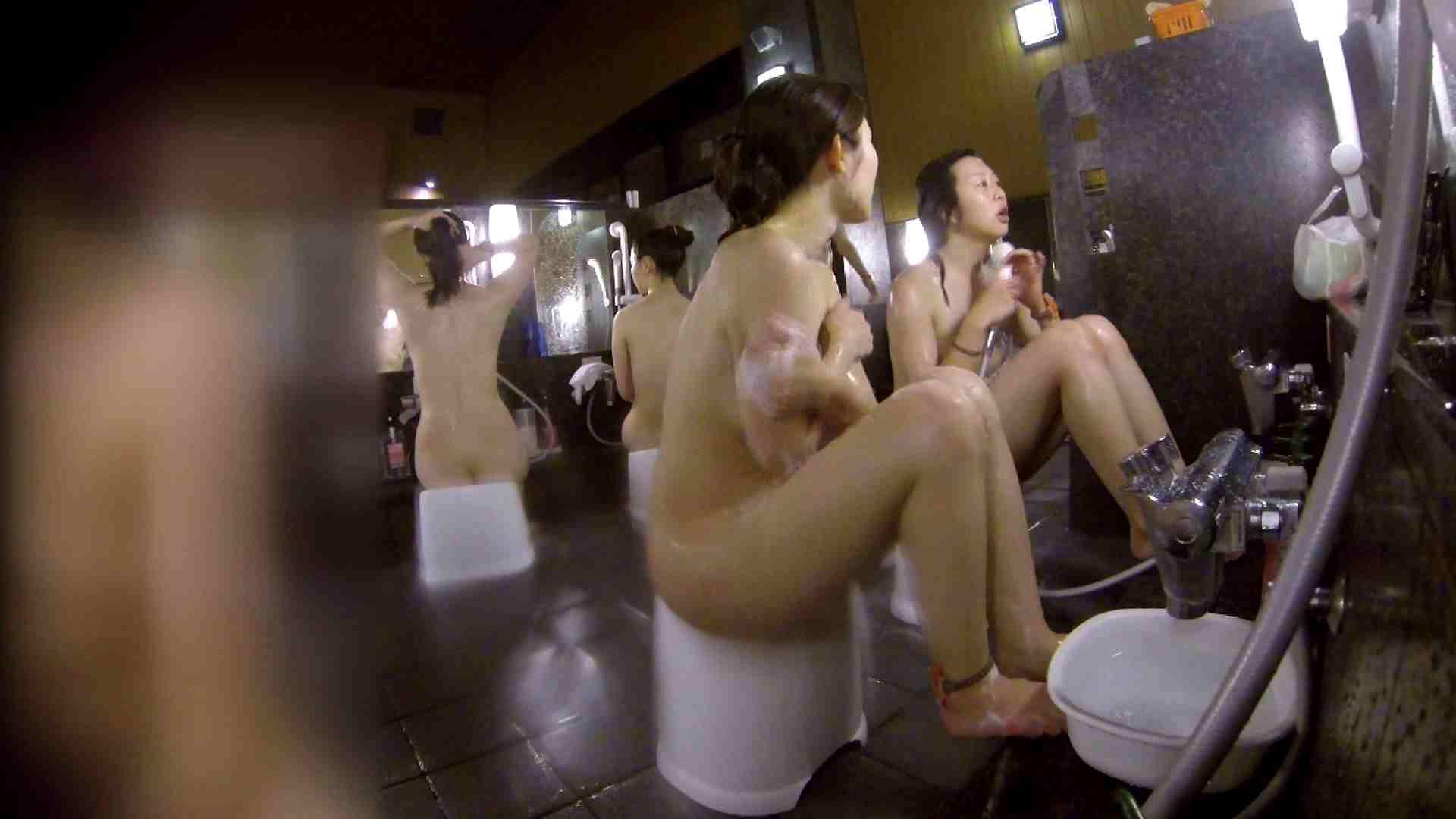 洗い場!地味目の女の子2人組。ずっと話しながら洗ってます。 女湯のぞき エロ無料画像 111枚 70