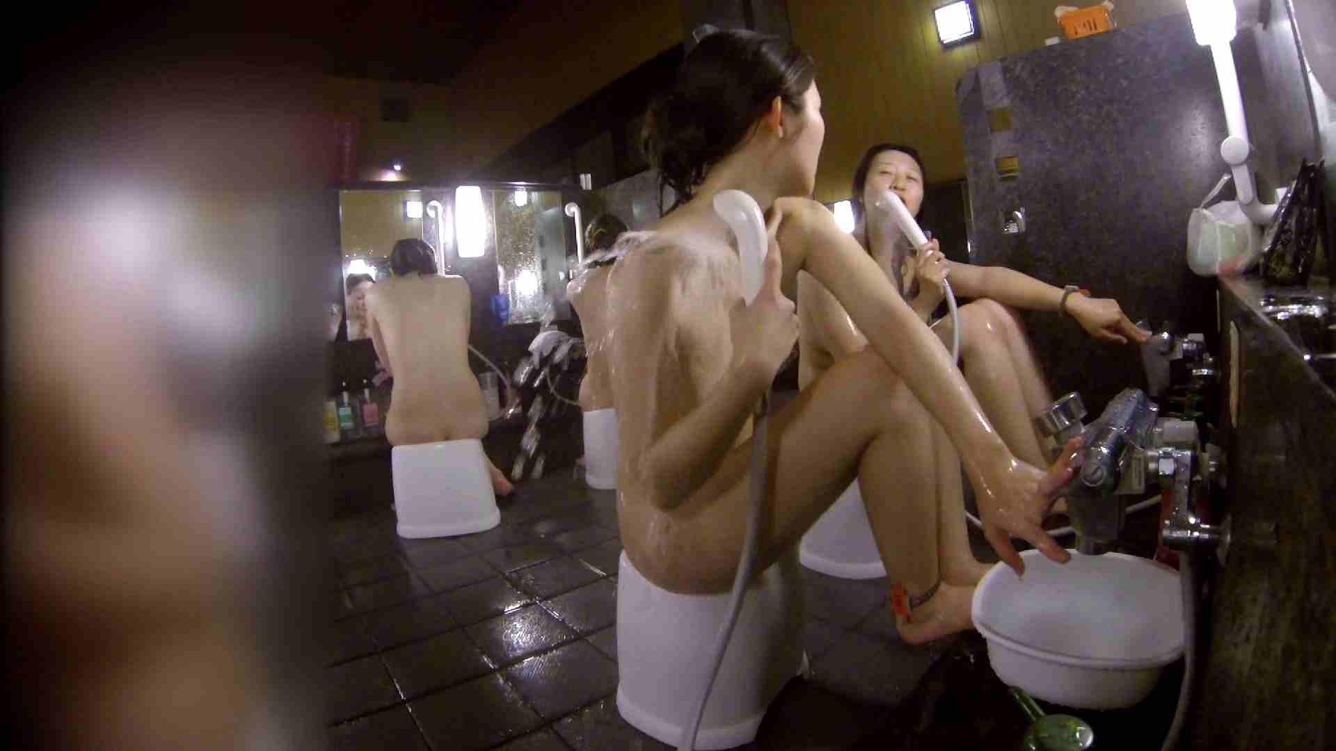 洗い場!地味目の女の子2人組。ずっと話しながら洗ってます。 友人・知人  111枚 96