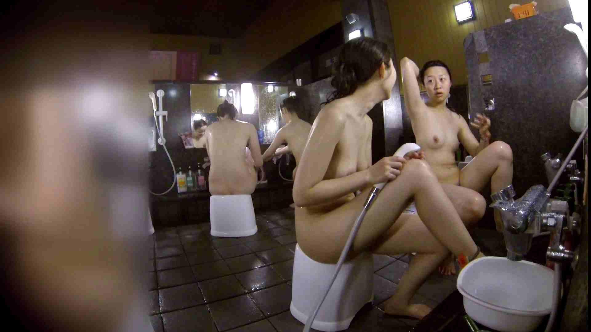 洗い場!地味目の女の子2人組。ずっと話しながら洗ってます。 友人・知人  111枚 104