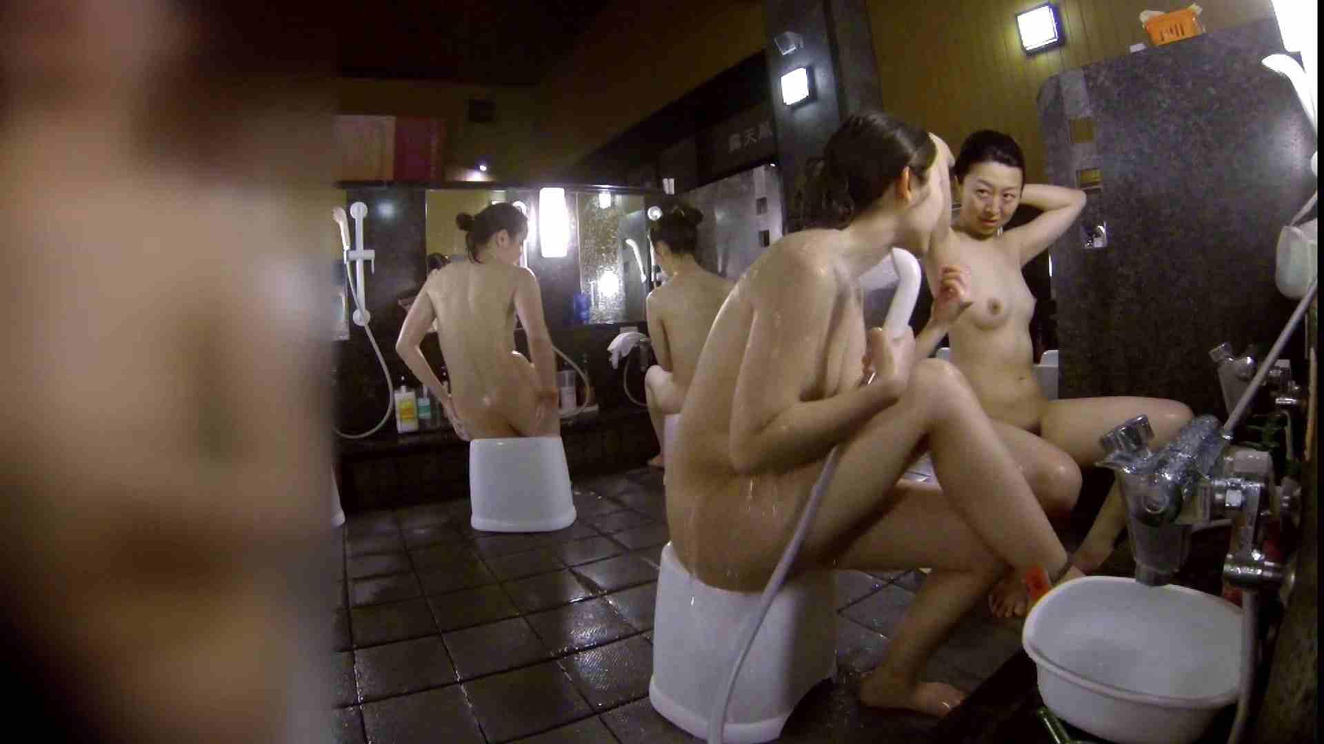 洗い場!地味目の女の子2人組。ずっと話しながら洗ってます。 女湯のぞき エロ無料画像 111枚 110