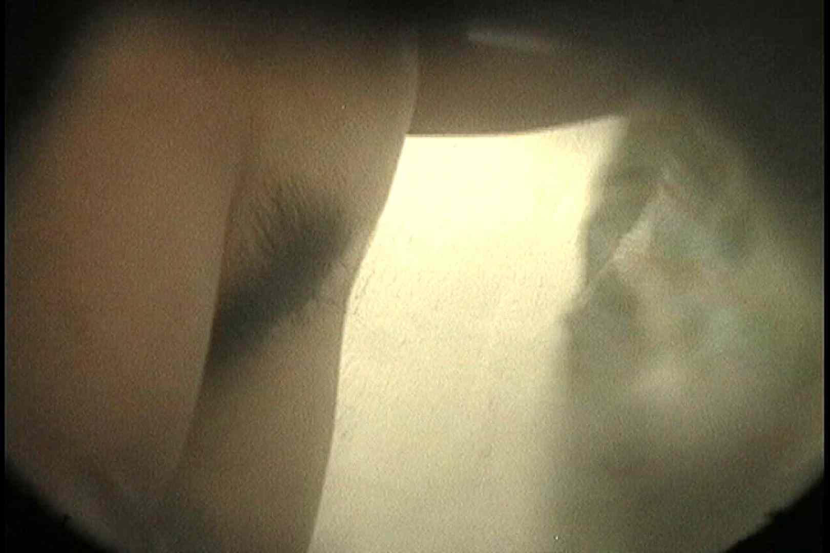 No.18 小さい割にはたれ気味の乳房 シャワー  81枚 32