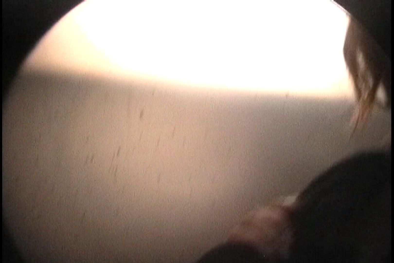 No.111  カメラに向けられる鋭い視線が! シャワー室   むっちりガール  101枚 43