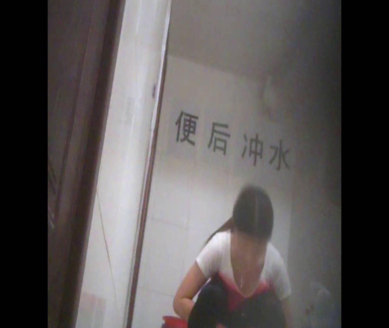 Vol.02 かがむ時の胸元は要注意! 洗面所のぞき  96枚 48