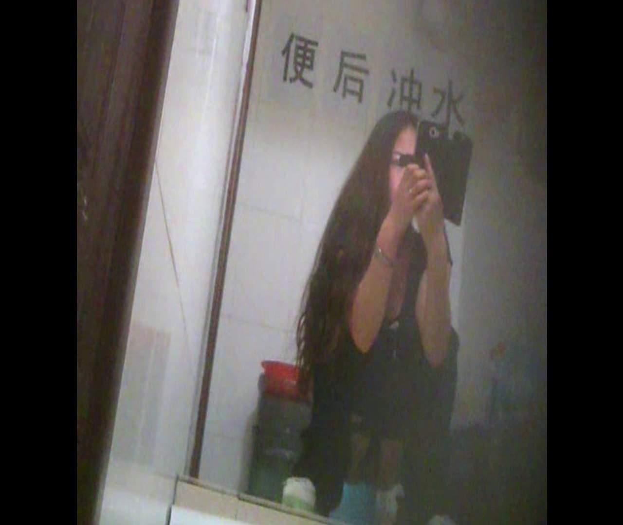 トイレ盗撮 Vol.08 イケイケ風おねぇさんは用を足しながら携帯でお顔チェック! 怪盗ジョーカー