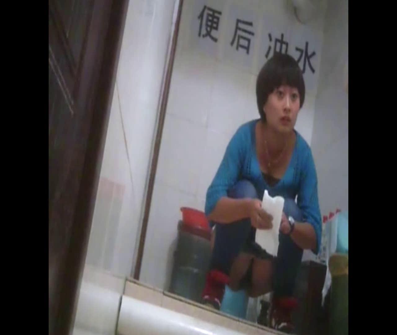 トイレ盗撮|Vol.37 豊満な胸を持つマッシュルームカットな彼女|怪盗ジョーカー
