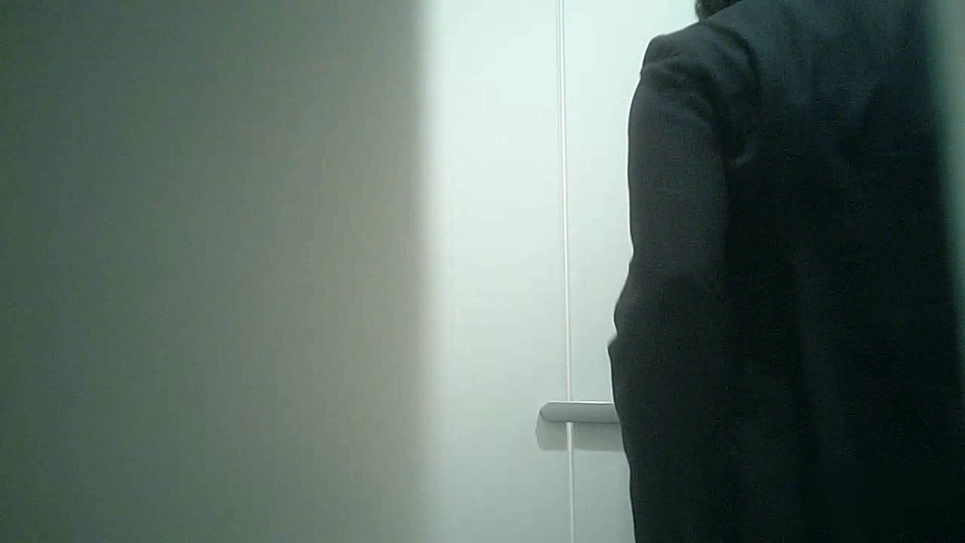 トイレ盗撮 有名大学女性洗面所 vol.36 すっごい「ほじって」ます。 のぞき本舗 中村屋