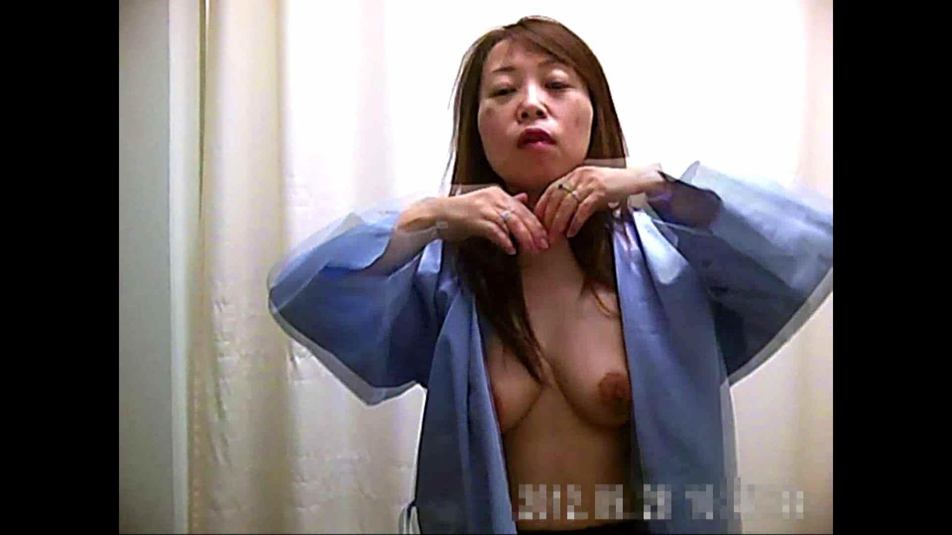 トイレ盗撮 病院おもいっきり着替え! vol.223 ピープフォックス(盗撮狐)